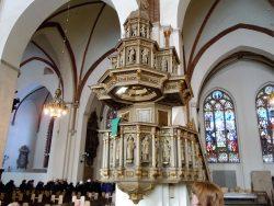 Деревянная резная кафедра 17 века