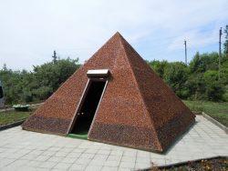 Янтарная пирамида