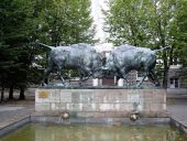 Памятник У быков