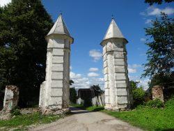Полотняный завод Ворота в старый парк