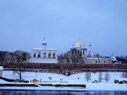 Вид Новгородского Кремля со стороны реки Волхов