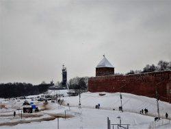 Вид на Кремль со стороны моста через Волхов