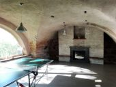 Каминный зал в бывшей клети