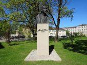 Памятник Гедерту Элиасу - народному художнику Латвии