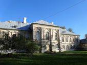 Парковый фасад дворца ждет реставрации