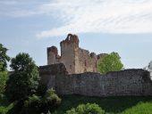 Замок Добеле