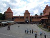 Во дворе Тракайского замка