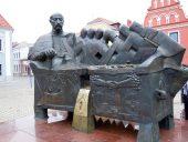 Памятник Янушу Радзивиллу - хранителю казны Великого Княжества Литовского