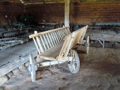 В павильоне конного транспорта