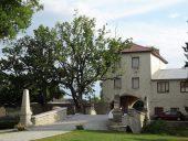 Въездные ворота в замок Колувере