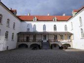 Внутренний двор замка Колувере