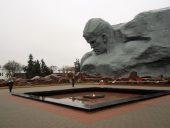 Главный монумент воин со знаменем