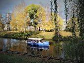 По каналу на кораблике