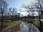 Вдоль городского канала