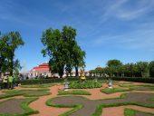 Садик у дворца Монплезир