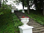 Лестница в парке Геновефы