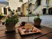 Кофейная пауза в средневековом замке