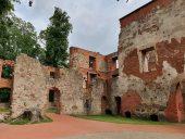 Руины гробинского замка