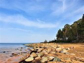 Каменистое побережье