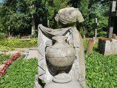 Надгробие на кладбище Калнамуйжа